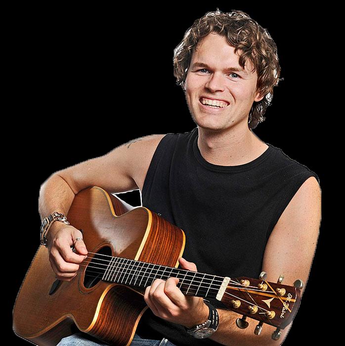Koen Snoek met gitaar.